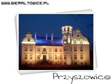 Pałac w Przyszowicach wieczorną porą