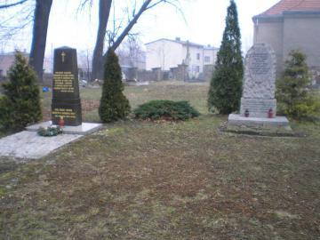 Zdjęcie 1 Dwa obeliski na starym cmentarzu.jpeg